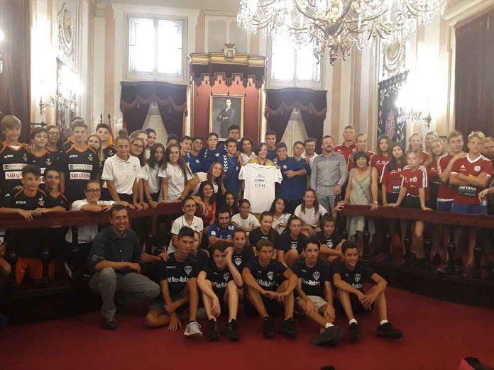 L os jóvenes están participando en un programa de transmisión de valores en el marco del programa europeo Erasmus+