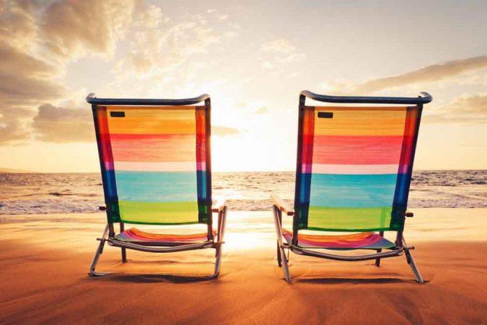puede-un-empleado-trabajar-para-otra-empresa-durante-las-vacaciones