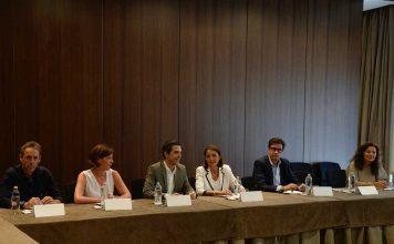 el-alcalde-recibe-en-alcala-a-la-ministra-de-industria-comercio-y-turismo-reyes-maroto