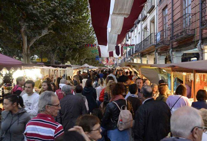 continua-el-mercado-cervantino-con-decenas-de-propuestas-para-el-fin-de-semana