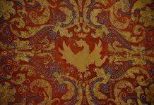 la-primera-pieza-restaurada-del-repostero-baldaquino-regresa-al-ayuntamiento-desde-la-real-fabrica-de-tapices