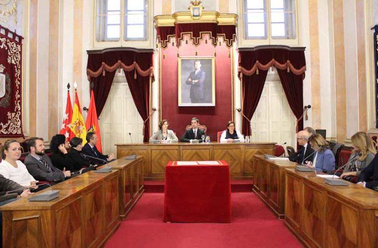 la-secretaria-de-estado-de-turismo-entrega-al-alcalde-los-diplomas-de-fiestas-de-interes-turistico-nacional-a-la-semana-cervantina-y-el-don-juan-en-alcala