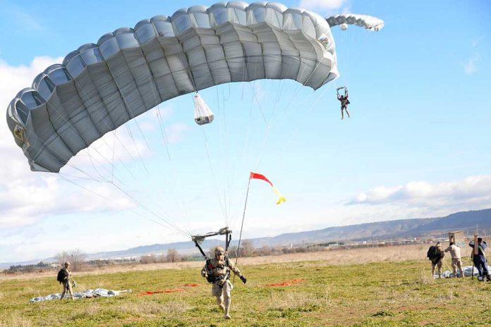 el-ejercito-del-aire-conmemora-el-70o-aniversario-del-primer-salto-paracaidista-en-alcala