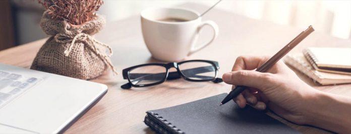 un-trabajador-que-sufre-una-caida-al-salir-de-la-oficina-en-la-pausa-del-cafe-es-accidente-laboral